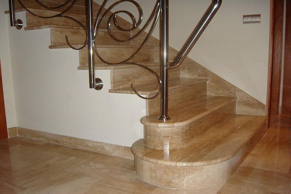 Лестница из мрамора Дайна Реале / Daino Reale
